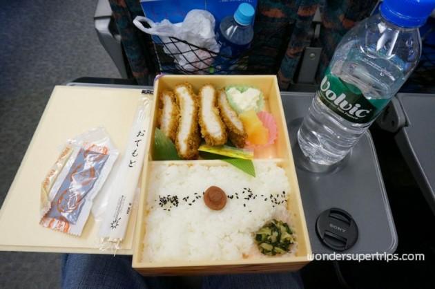 ข้าวกล่องบนรถไฟ
